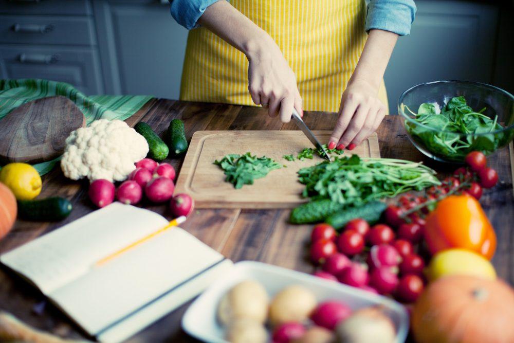 Manger rapide, manger facile : les Français prennent-ils toujours le temps de bien se nourrir ?